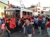 GÜVEN TİMLERİ - Nostaljik Tramvayda 'Ayağa Basma' Kavgası Kamerada