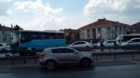 E5 KARAYOLU - (Özel) Özel Halk Otobüsü Bariyerlere Çıktı, Faciadan Dönüldü