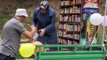 'Pat Pat' İle Köylerdeki Çocuklara Kitap Taşıyorlar