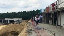Sakarya'da İnşaat İşçileri Vince Çıkarak Eylem Yaptı