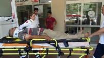 HARRAN ÜNIVERSITESI - Şanlıurfa'da Kamyonet İle Otomobil Çarpıştı Açıklaması 3 Yaralı