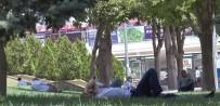 Sıcaklardan Bunalan Vatandaşlar Soluğu Parklarda Alıyor