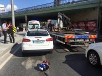 OKMEYDANı - Şişli'de Motosiklet Sürücüsü Otomobillere Çarparak Durabildi Açıklaması 2 Yaralı