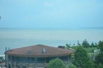 ŞİDDETLİ YAĞIŞ - Ünye Sahili Çamur Rengine Döndü