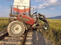 AHMET NECDET SEZER - Afyonkarahisar'da Tren Traktöre Çarptı, 1 Kişi Hayatını Kaybetti