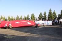 Bisikletçiler Mardin Kalesinde Dev Türk Bayrağını Açtı