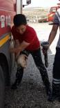 YAVRU KÖPEK - Boruya Sıkışan Köpeği İtfaiye Ekipleri Kurtardı
