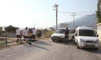 CENAZE ARACI - Fethiye'de Derede Asılı Erkek Cesedi Bulundu