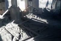 GAZZE - İsrail camiyi vurdu