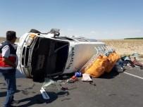 TRAFIK KAZASı - Mevsimlik işçileri taşıyan minibüs devrildi! Çok sayıda yaralı var..