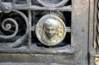 HANEDAN - Parisli Tarihi Eser Avcıları Bu Kapının Peşinde