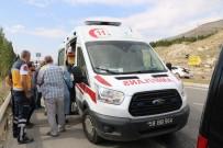 Sivas 'Ta Trafik Kazası Açıklaması2 Yaralı