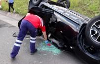 ABANT İZZET BAYSAL ÜNIVERSITESI - Takla Atan Otomobilde 2'Si Çocuk 5 Kişi Yaralandı