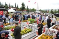 15 Temmuz Demokrasi Ve Milli Birlik Günü Dolayısıyla Şehitliklerde Anma Töreni Düzenlendi
