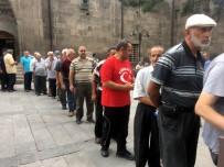 15 Temmuz Demokrasi Ve Milli Birlik Günü'nde Şehitler İçin Mevlit Okundu