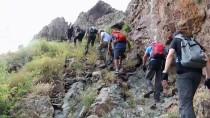 15 Temmuz Şehitleri İçin Tekelti Dağı'na Tırmandılar
