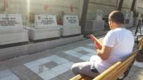 MURAT ÖZDEMIR - 15 Temmuz'un Yıl Dönümünde Vatandaşlar Şehitlikte Dua Etti
