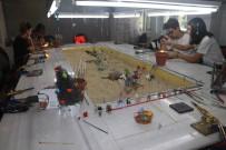 Bin Derece Sıcaklıkta Cam Çubuklardan Sanat Eseri Yapıyorlar