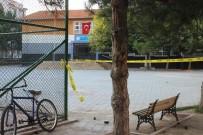 ARSLANBEY - Buldukları Cisim Okul Bahçesinde Patladı, 4 Çocuk Yaralandı