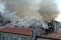 İTFAİYE ARACI - Burdur'da Çatı Yangını Korkuttu