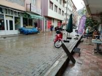 Erzurum'da Sağanak Yağış Sonrası İş Yerleri Su Altında Kaldı