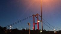 AY YıLDıZ - İstanbul Semalarında Duygulandıran 'Ay Yıldız' Görüntüsü