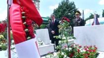GENELKURMAY KARARGAHI - Milli Savunma Bakanı Akar şehitlerin mezarını ziyaret etti
