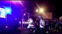 Minibüs Kamyona Arkadan Çaptı Açıklaması 2'Si Ağır 5 Yaralı
