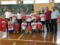 FUTBOL TURNUVASI - 'Ömer Halisdemir Camiler Arası Futbol Turnuvası' Tamamlandı