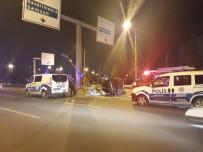 FATIH SULTAN MEHMET - Otomobilde Sıkışan Sürücü Hayatını Kaybetti
