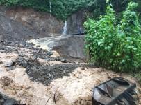ŞİDDETLİ YAĞIŞ - Rize'de Aşırı Yağış Sele Neden Oldu