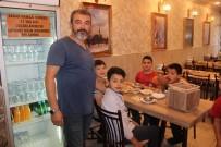 YUNUSEMRE - Sabah Namazına Camiye Gelen Çocuklara Çorba İkram Ediyor