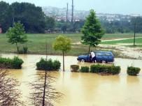 SAĞANAK YAĞIŞ - Sağanak Yağış Su Baskınlarına Neden Oldu