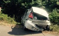Samsun'da Otomobil Şarampole Yuvarlandı Açıklaması 2 Yaralı