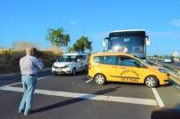 Tekirdağ'da Yolcu Otobüsü Taksi İle Çarpıştı, Trafik Durma Noktasına Geldi
