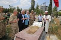 KAYHAN TÜRKMENOĞLU - Van'da Şehit Mezarları Ziyaret Edildi