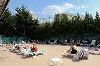 TURGUT ÖZAKMAN - Yenimahalle Havuzlarında Yaz Yoğunluğu