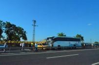 Yolcu Otobüsü Taksiye Çarptı Açıklaması Trafik Durdu!