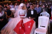 ASKERI DARBE - Akhisarlı Gelin Ve Damat Düğünden Sonra Demokrasi Nöbeti Tuttu