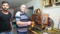Bu Kahvehaneci Çayı, Limonatayı, Ayranı 50 Kuruşa Satıyor