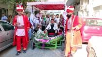 BALIKÇI TEKNESİ - Düğünü İçin Tekneyi Karadan Yürüttü
