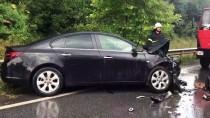 TİCARİ ARAÇ - Otomobil İle Hafif Ticari Araç Çarpıştı Açıklaması 4 Yaralı