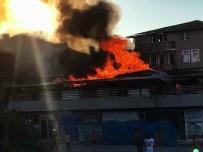 DEKORASYON - Sakarya'da Korkutan İş Yeri Yangını