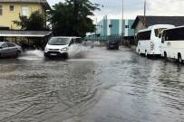 BÜYÜKŞEHİR BELEDİYESİ - Sakarya'da Yollar Göle Döndü