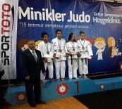 BENGÜ - Salihlili Kerimenur İşbecer Türkiye Şampiyonu