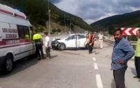 Samsun'da Otomobil Bariyere Çarptı Açıklaması 4 Yaralı