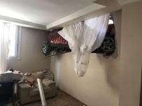 KURUÇEŞME - Sürüklenen Otomobil Evin Odasına Daldı, Herkes Şok Oldu