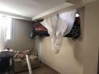 KURUÇEŞME - Sürüklenen Otomobil Evin Odasına Daldı