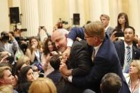 NÜKLEER SİLAH - Trump-Putin Toplantısında Döviz Açan Gazeteci Salondan Çıkarıldı