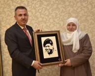 TUGAY KOMUTANI - Vali Elban Şehit Ve Gazi Aileleri İle Yemekte Bir Araya Geldi